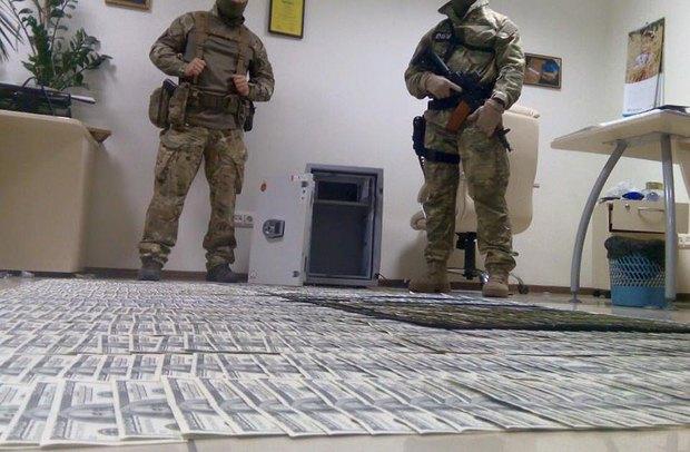 Деньги, найденные при обыске офисов прокуроров