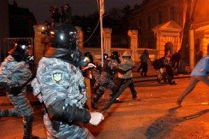 """Активисты пикетируют штаб и общежитие """"Беркута"""""""