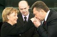 Меркель говорила с Януковичем по-русски