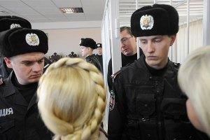 Луценко в суде развлекал Тимошенко анекдотами о блондинках