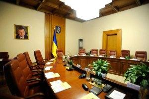 Азаров собирает министров после праздников