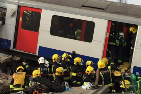 """В Лондоне прошли учения спасательных служб: разыгрывалась ситуация """"дом провалился в метро"""""""