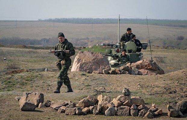 Блокпост украинских военных в Донецкой области близ границы с Россией