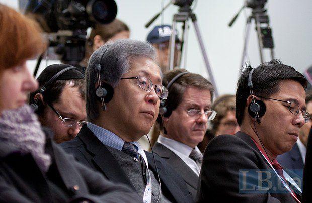 Посол Японии в Украине Тоичи Саката(второй слева)