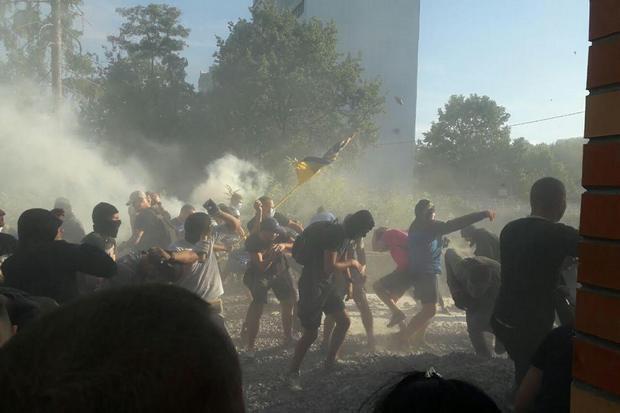 ВСвятошинском переулке украинской столицы продолжаются столкновения, есть раненые и схваченные — Строительные баталии