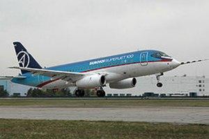 Російський літак Sukhoi Superjet врізався в гору