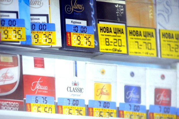 Украину захлёстывает контрабанда сигарет, появились нелегальные производства