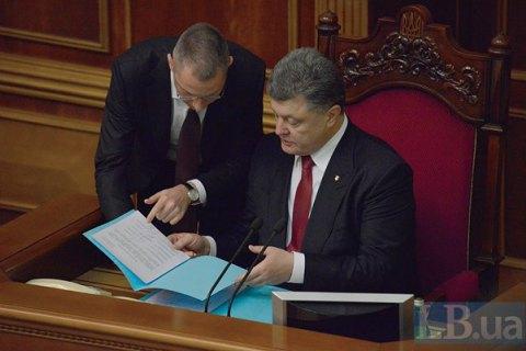В АП назвали официальные зарплаты Порошенко и Ложкина