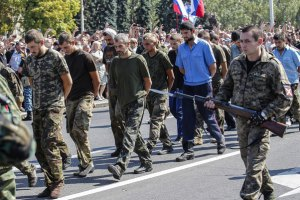 """ДНР провела """"парад"""" военнопленных в Донецке"""