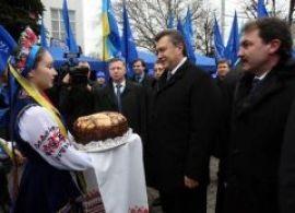 Янукович обещает снизить цену на газ для Украины