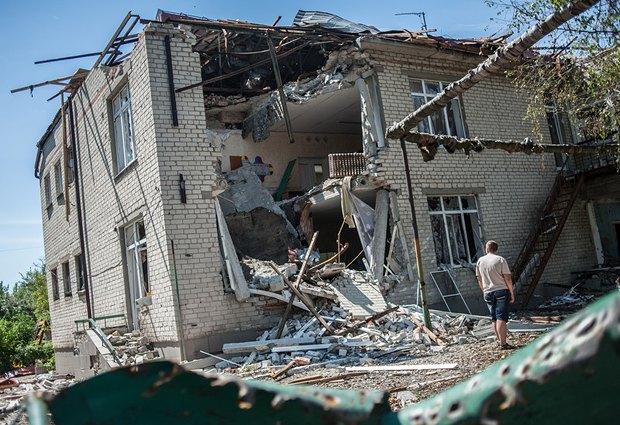 Жилой дом в Славянске, разрушенный после обстрела