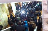 Пророссийские активисты взяли штурмом Одесскую ОГА