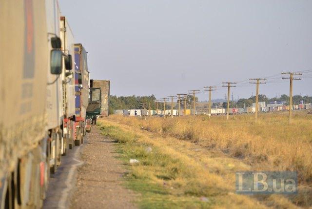 Фуры на въезде в Крым до блокады