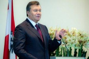 Янукович в Украину в ближайшее время не вернется