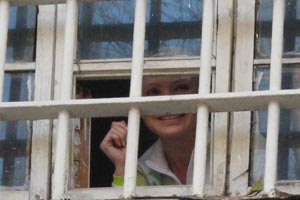 Тимошенко послала своим сторонникам воздушный поцелуй