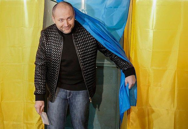Борислав Береза на избирательном участке