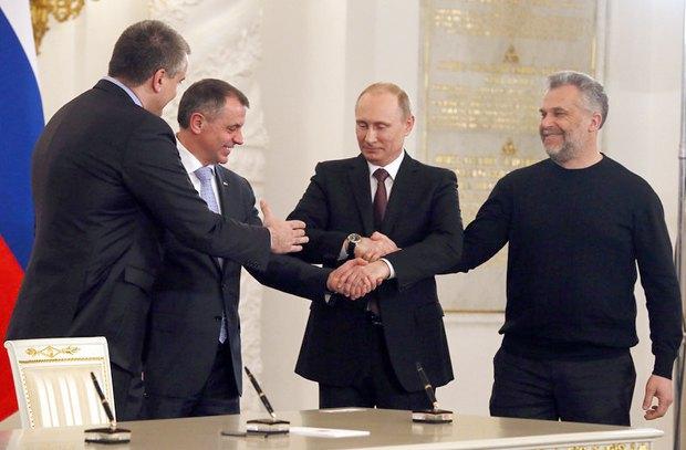 Слева направо: Сергей Аксенов, Владимир Константинов, Владимир Путин и Алексей Чалый