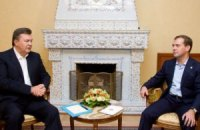 Медведев встретил Януковича на крыльце