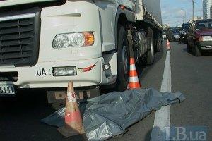 ДТП в Киеве: грузовик задавил мужчину на светофоре