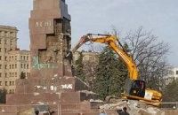 В Харькове демонтируют постамент памятника Ленину