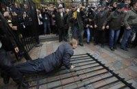 Забор возле Рады снова сломали