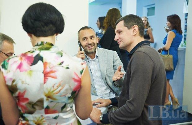 В центре - бизнесмен и известный волонтер Всеволод Кожемяко