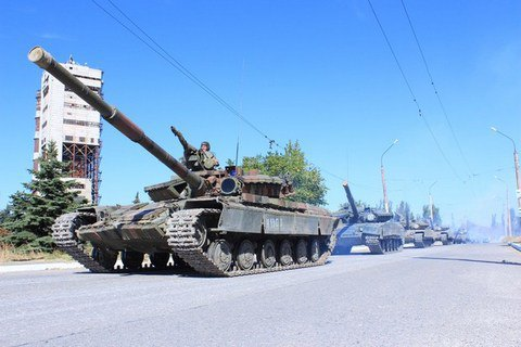 В Луганск из России перебрасывают технику и боеприпасы, - разведка Минобороны
