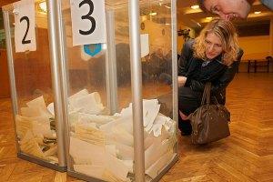 Международные наблюдатели считают выборы в Раду незавершенными