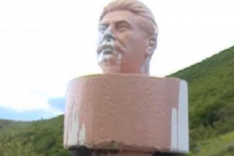 В Грузии памятник Сталину снесли на следующий день после установки