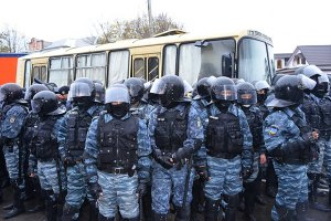 """""""Беркутовцы"""" жалуются, что их сильно били и травили газом в Первомайске"""