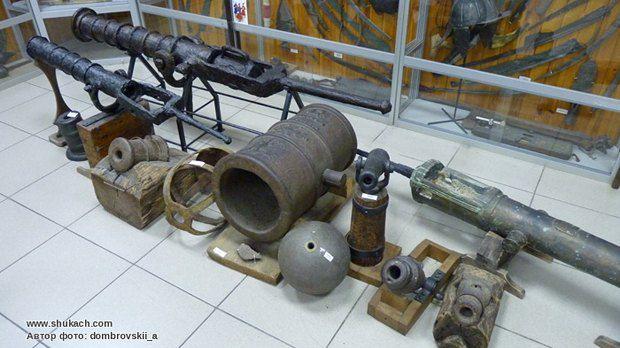 Экспонаты музея истории оружия в Запорожье