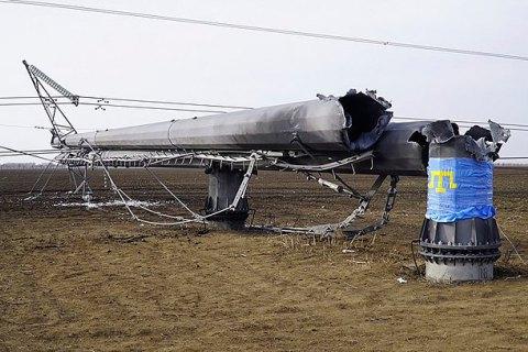 Ремонтників допустили до підключення ЛЕП наКрим