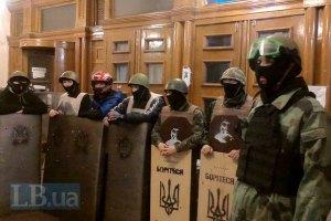 Протестующие угрожают вновь занять КГГА, если не дождутся сообщения Пшонки