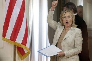 Клинтон призывает Украину к демократии