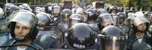 http://world.lb.ua/news/2015/07/01/309793_politsiya_prizvala_mitinguyushchih.html