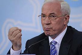 """Азаров готов """"головы поотрывать"""" прежней власти"""