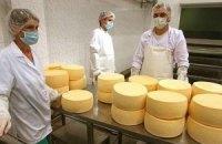 Два українські заводи відновлюють постачання сиру в Росію