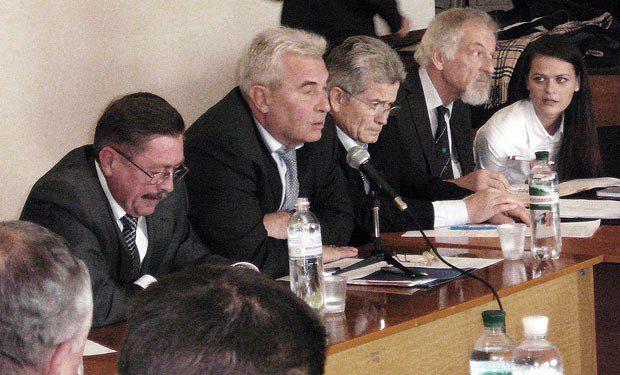 Олександр Соколов(другий зліва)