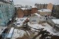 Вид на строительную площадку с крыши дома №7. Примерно в центре стройплощадки - остатки фундамента княжеского дворца, исторический памятник домонгольского периода.