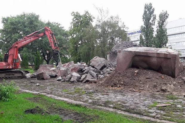 Київ позбувся пам'ятника чекістам (фото)