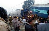 В Индии с рельсов сошли 14 вагонов пассажирского поезда (Обновлено)