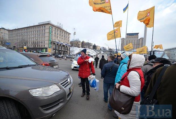 ВКиеве вкладчики «Михайловского» перекрыли Крещатик