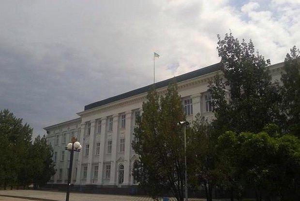 Флаг над городским советом в Северодонецке