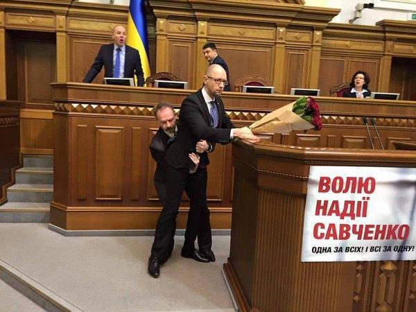 У Раді виникла серйозна бійка під час звіту Яценюка (фото)