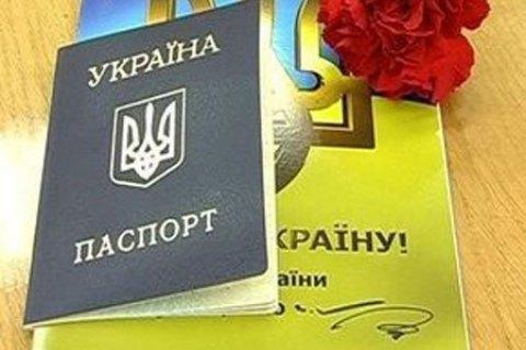 Россия обязала крымчан предъявить украинские паспорта