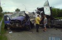 У Києві водій вантажівки влаштував масштабну аварію