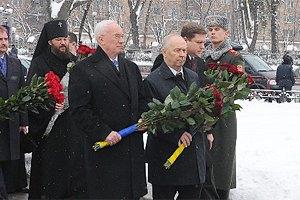 Янукович не стал возлагать цветы к памятнику Шевченко