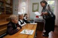 Янукович заботится о летнем отдыхе учителей