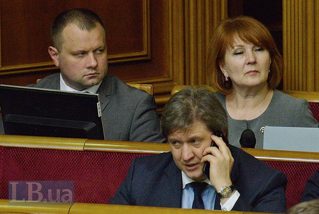 Александр Данилюк(говорит по телефону)