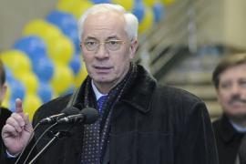 Азаров постарается причесаться и припудриться к Евро-2012